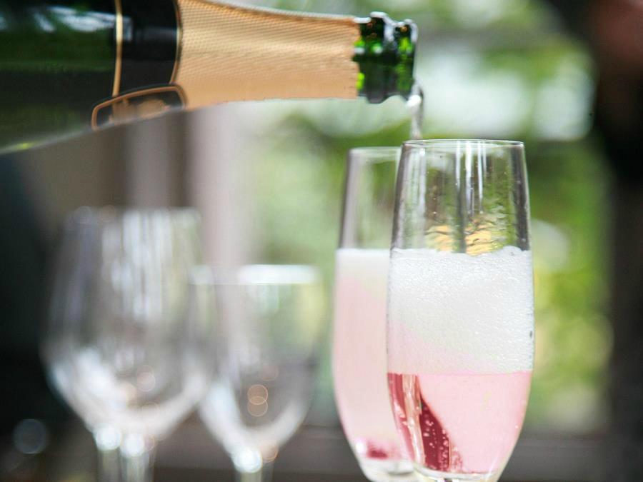【シャンパン特典付き】夕食時、シャンパンをサービスいたします。
