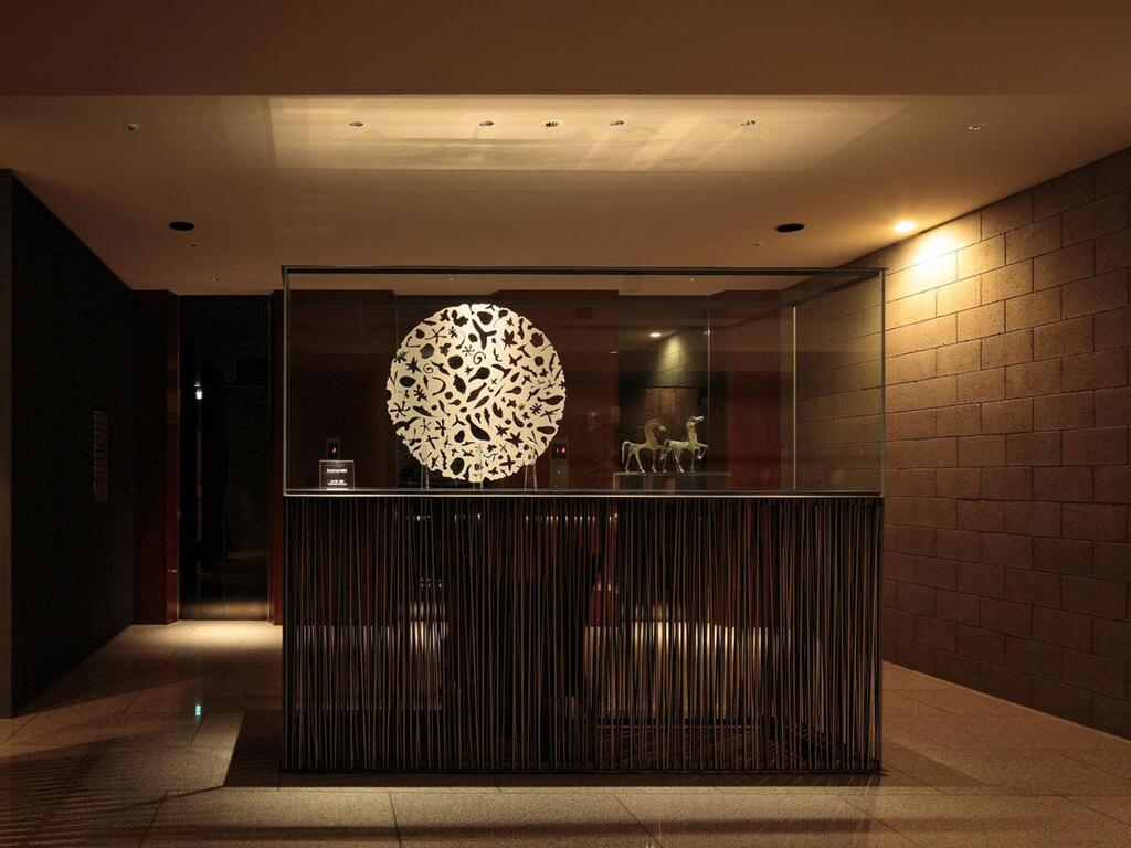 【1Fフロア】KOMOREBI 1階フロアはコンクリートブロックに囲まれれまるで美術館のような印象。