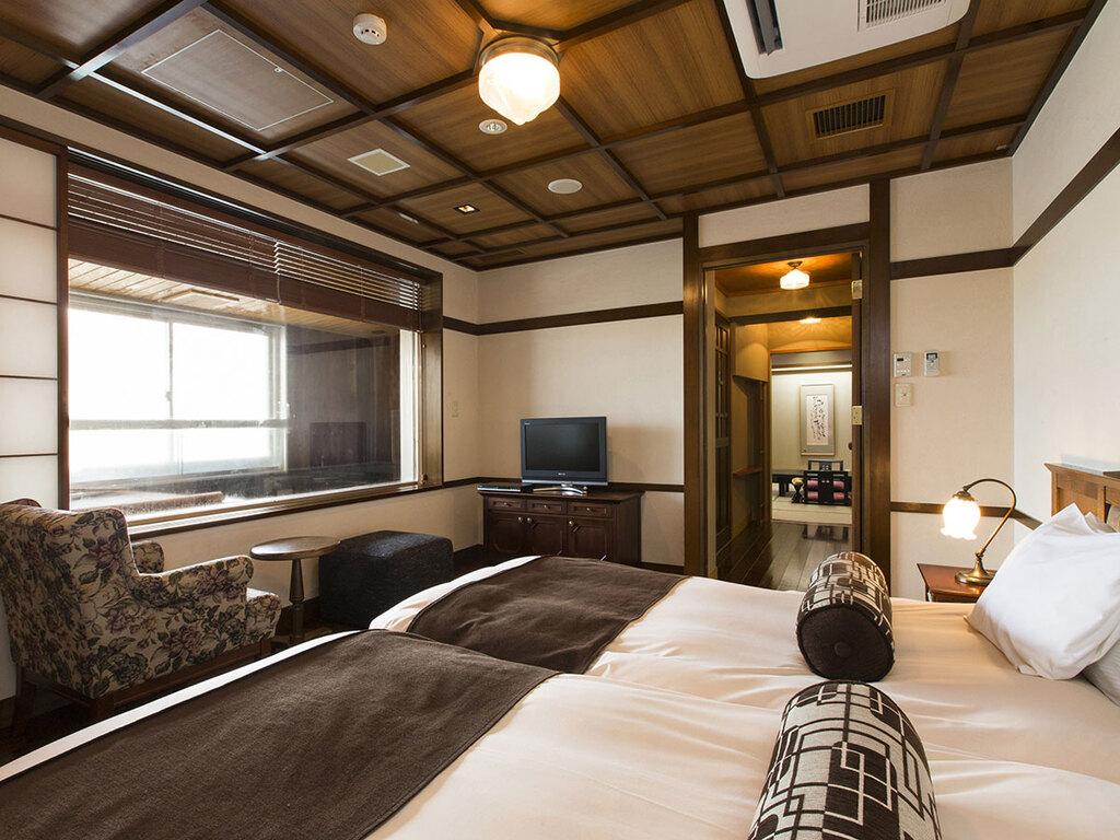 【WAMODERN和洋室】展望風呂付の和モダン客室。大正ロマンの雰囲気をお楽しみ下さい。
