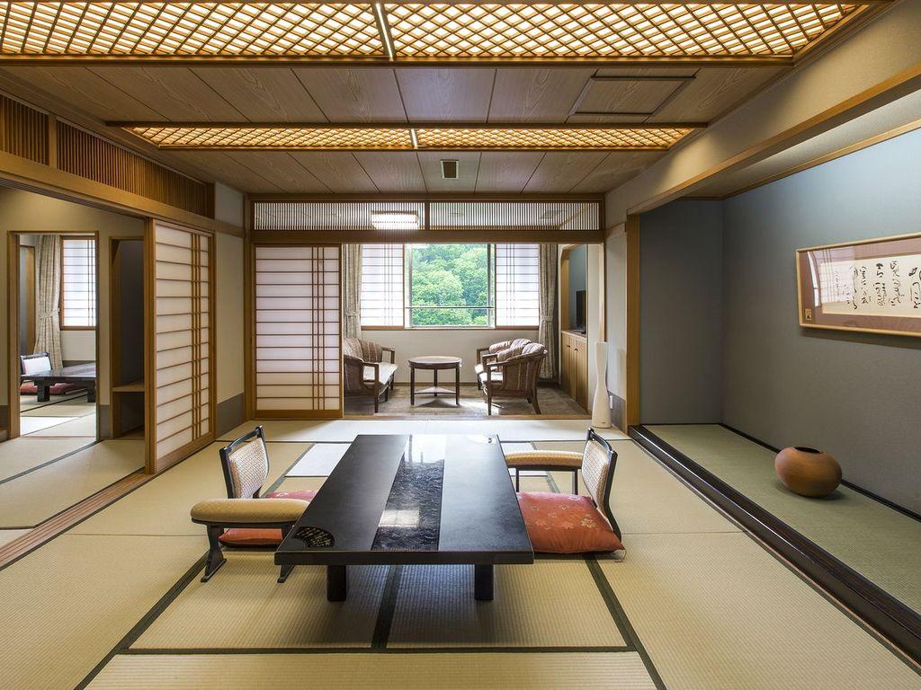 【スペシャルルーム】11階特別フロアに3室のみ設えた客室。和室または和洋室へご案内します。(写真は和室)