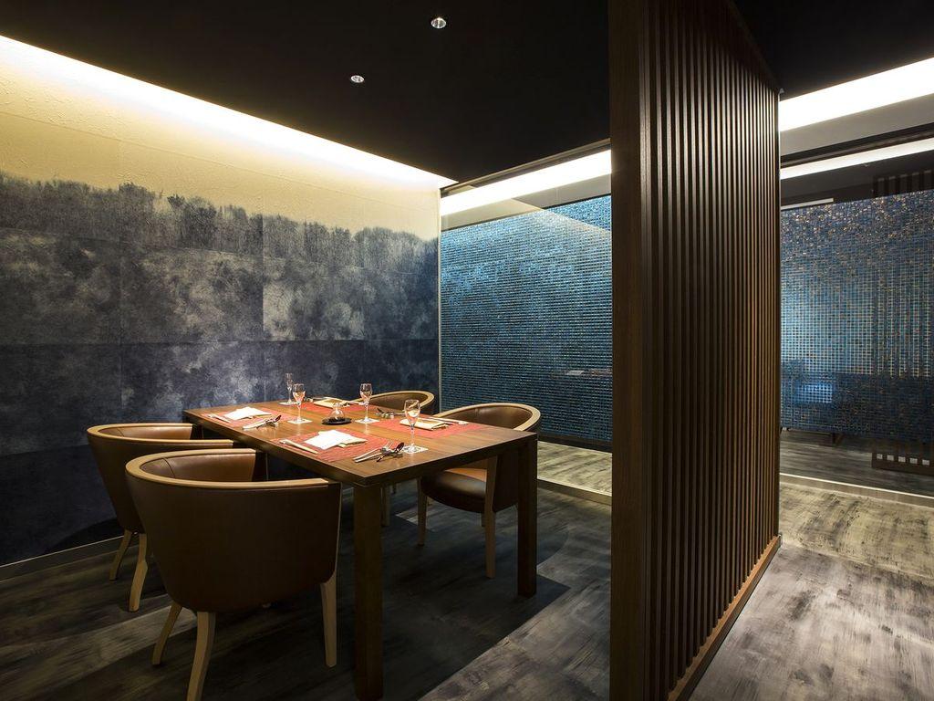 【もりの風茶寮】ブルーを基調とした個室。色調や椅子など異なる雰囲気のお席をご用意しております。