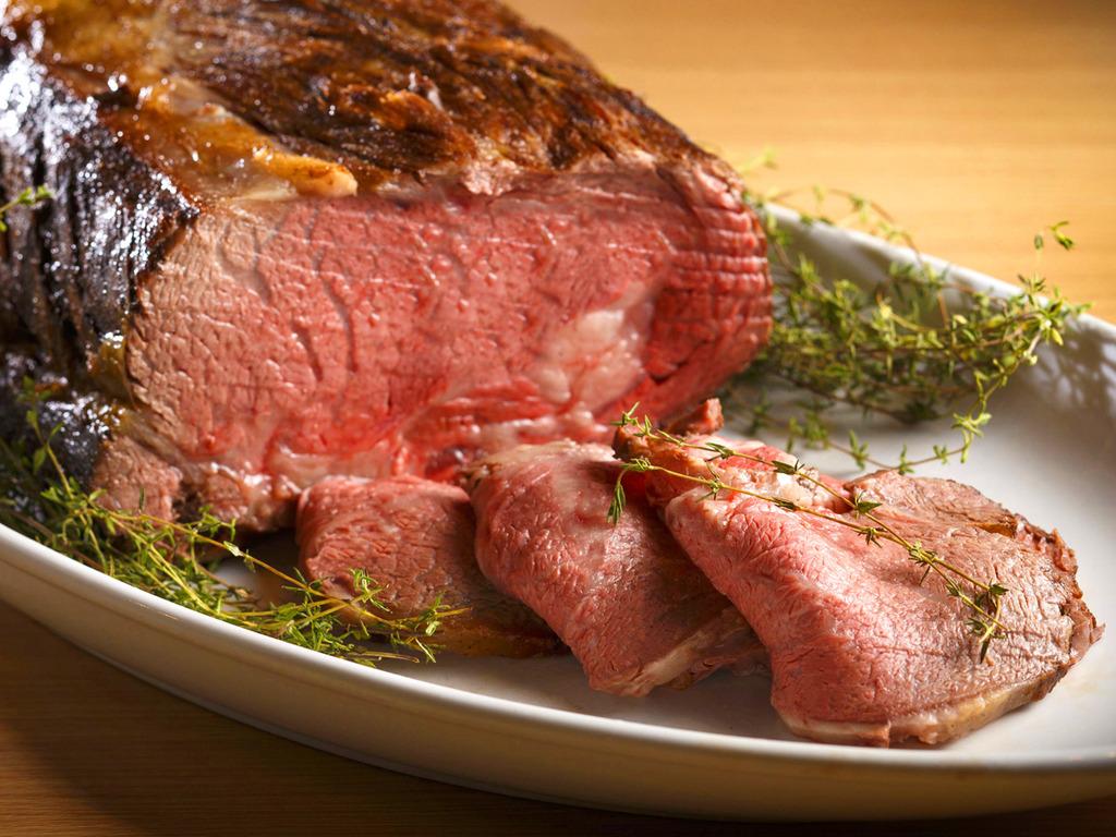 【夕食ブッフェ】風味豊かで上質な脂身が絶品。道産牛をブッフェで贅沢にお楽しみいただけます。