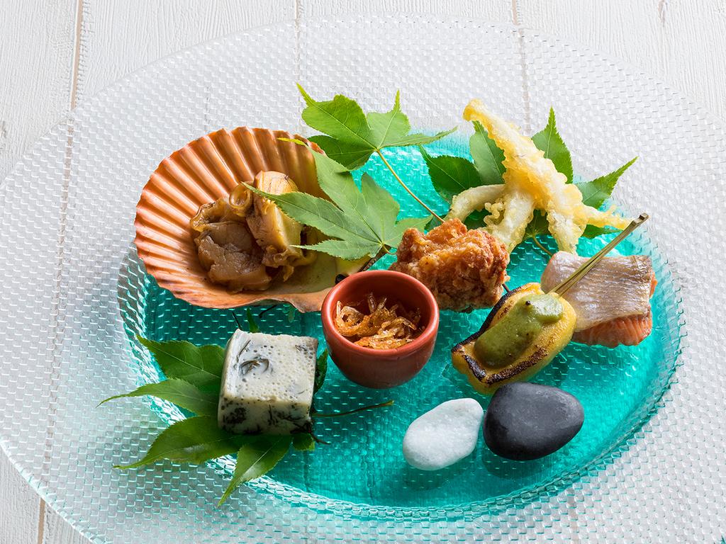 【もりの風茶寮・一例】旬をあしらった目にも楽しい前菜盛り合わせ。