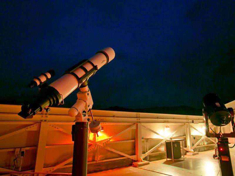 【天文台「満天星」】月面や惑星、星雲や星団まで、季節の星座とともにご覧下さい。