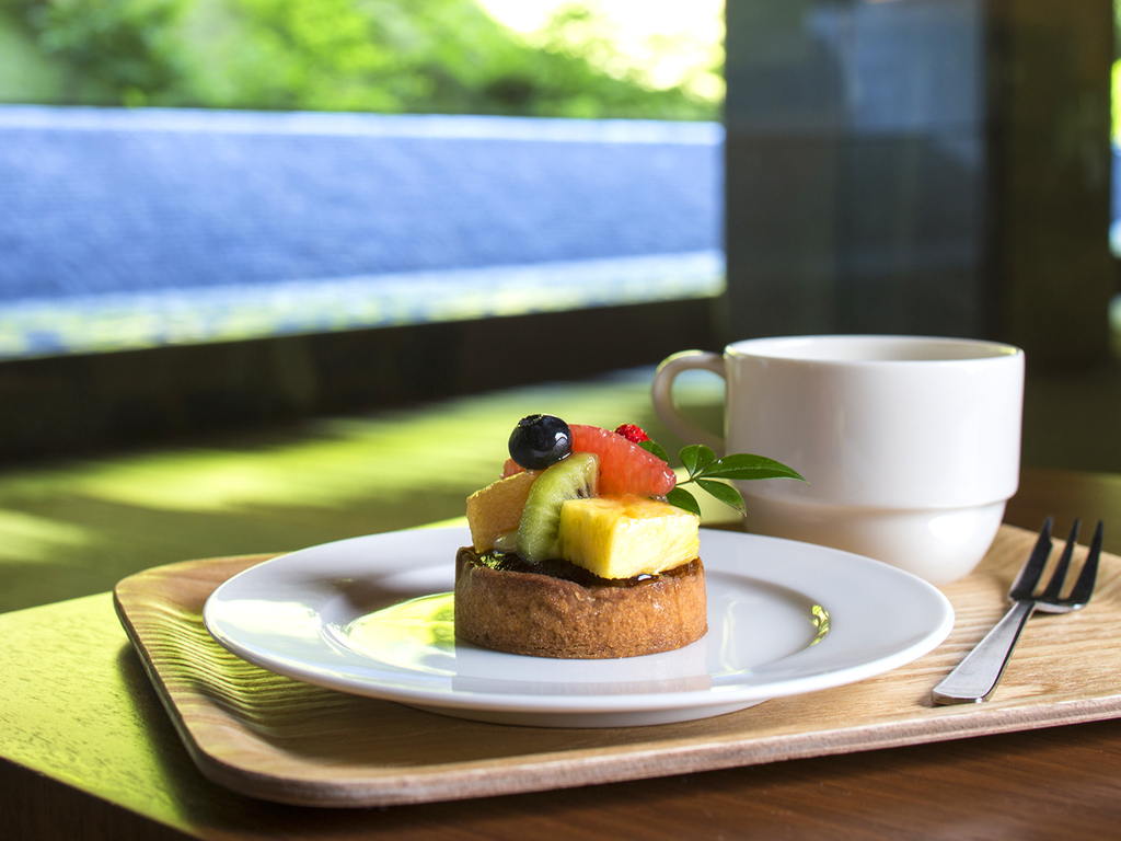 【カフェ】お飲み物と合わせたケーキセットがおすすめです。