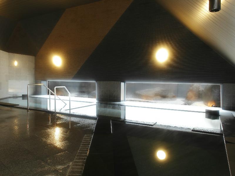 【大浴場】19ある浴槽のひとつ(立ち湯)