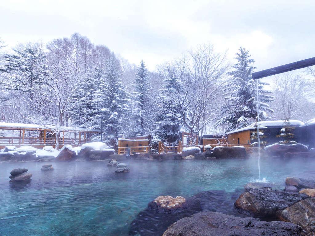 【緑の風リゾート北湯沢】大露天風呂HOSHI★ZORA〜雪に覆われた北湯沢を一望する150坪の広大な露天風呂。