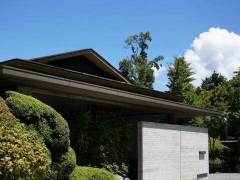 夏空が広がる箱根仙石原 静かに佇むきたの風茶寮
