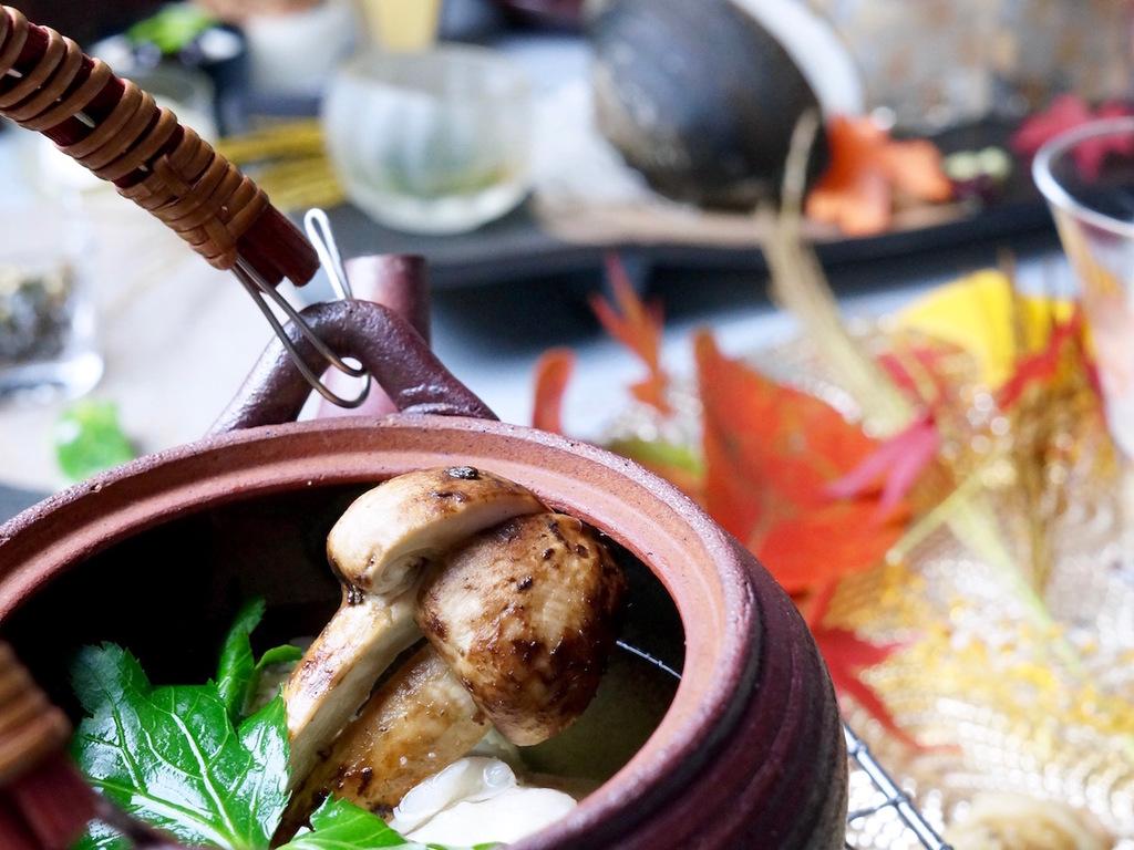 茶寮の土瓶蒸し 羅臼産昆布を使った引き立てお出汁で