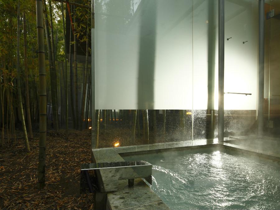 【客室露天風呂】源泉掛け流しの温泉をたっぷり