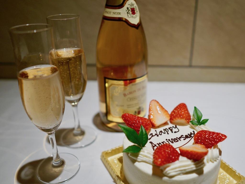 【記念日特典】スパークリングワインとケーキ