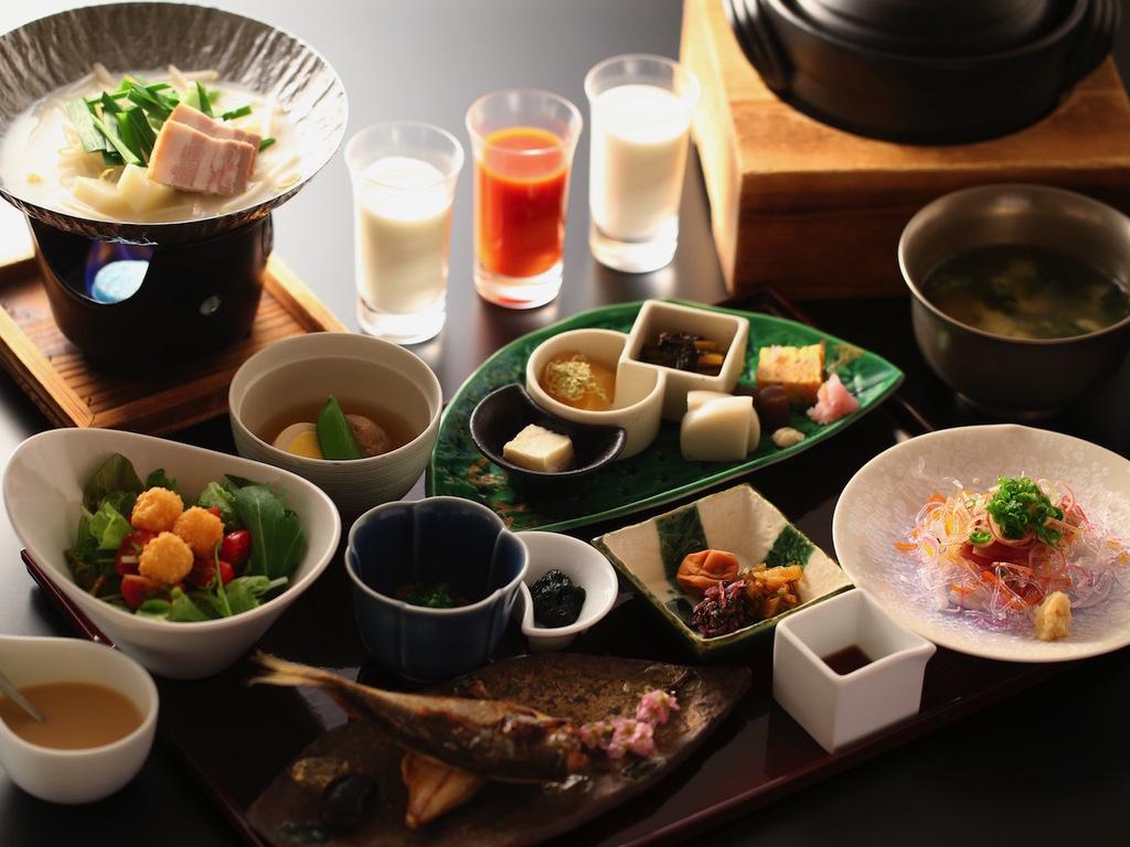 【朝食】温かい小鍋もご一緒にどうぞ。