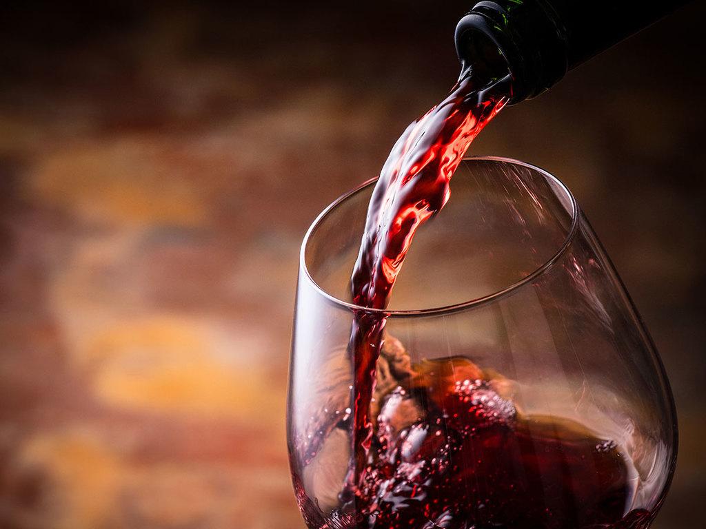 ご夕食と共にセレクトワインをどうぞ。