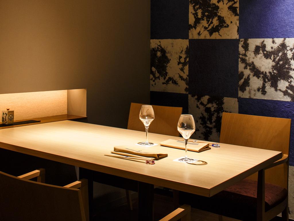 【Blue Seasons】プライベートにお寛ぎいただける個室のお席。