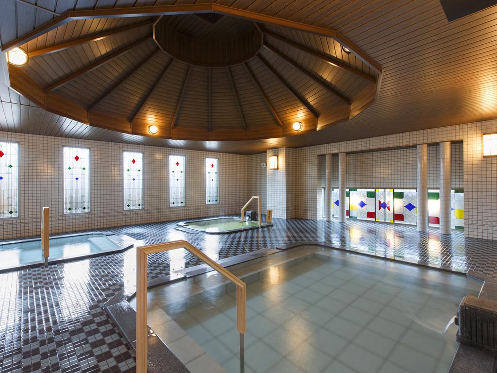 【大正ロマン風呂 夢乃湯】クラシカルな雰囲気の大浴場です。