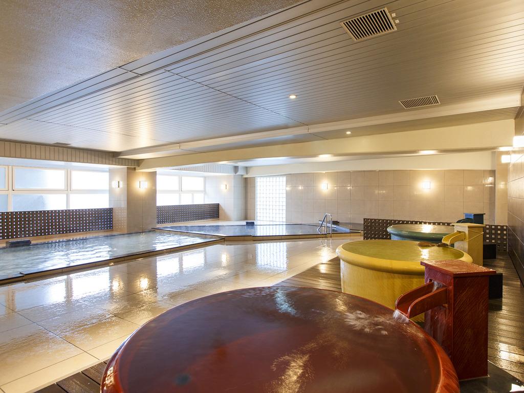 【平成モダン風呂 Relax21】自然光を沢山取り込む大きな窓を設けております。