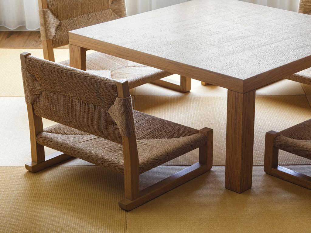 【和洋室】畳スペースには足腰にご負担の少ない高座椅子をご用意しております。