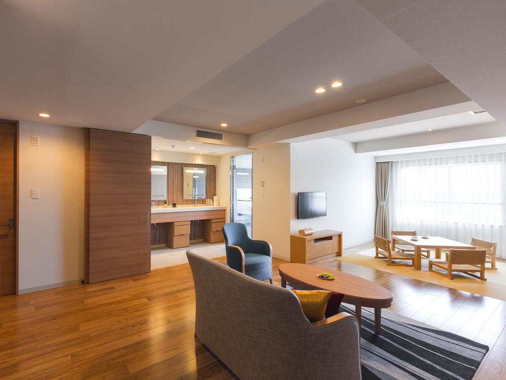 【展望風呂付き 平成モダン和洋室】広さ66平米、3〜4名様でお泊り頂ける客室です。