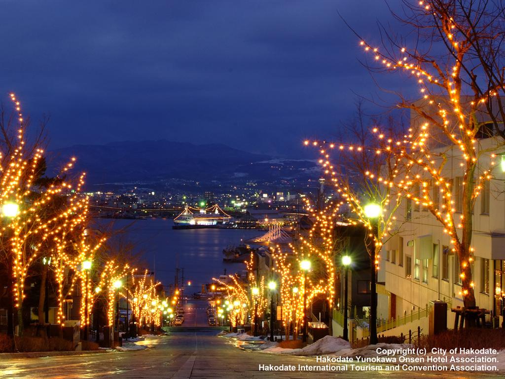 【函館さんぽ】冬は約120万球ものイルミネーションが元町エリアの夜を美しく飾ります。(12/1〜2/28予定)