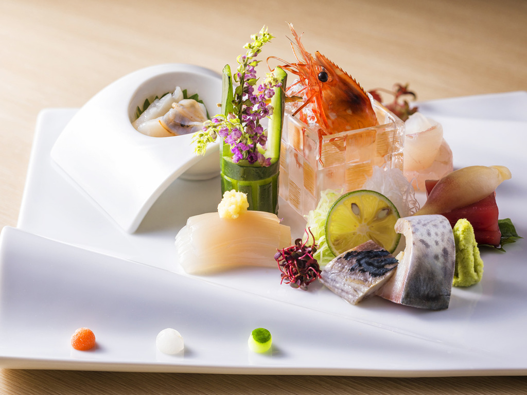 【Blue Seasons一例】津軽海峡の獲れたて新鮮魚介を盛合せたお造り6種。