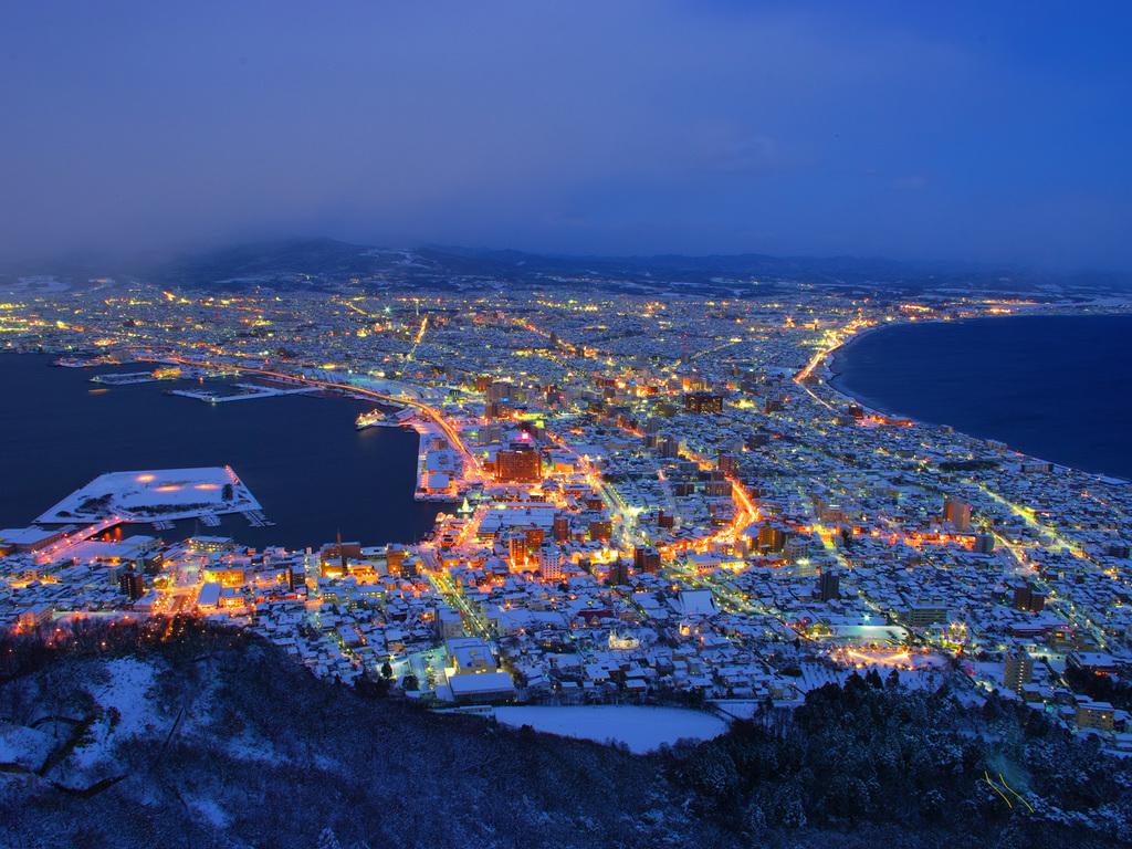 【冬の函館夜景】美しく輝く函館夜景。冬はより一層幻想的な世界に。