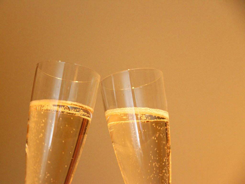 新年度、春のお祝いシーズンに。まずは乾杯のドリンクを!(画像はイメージ)