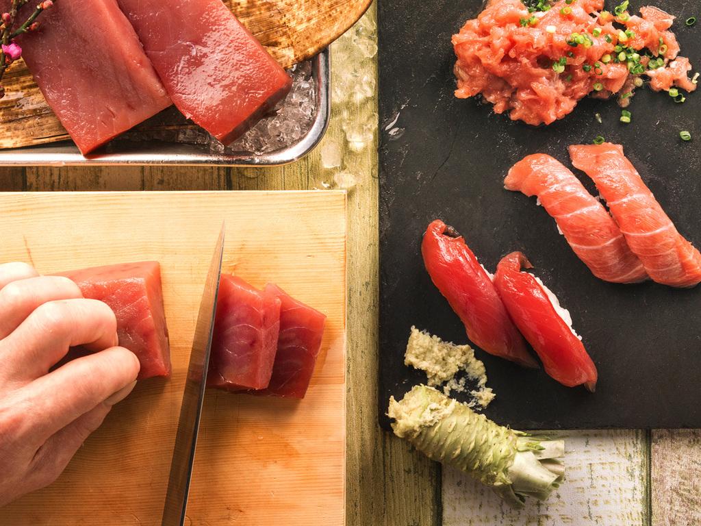 【3〜5月限定・夕食バイキング】刺身・握り寿司・ネギトロで、マグロの3種食べ比べ。