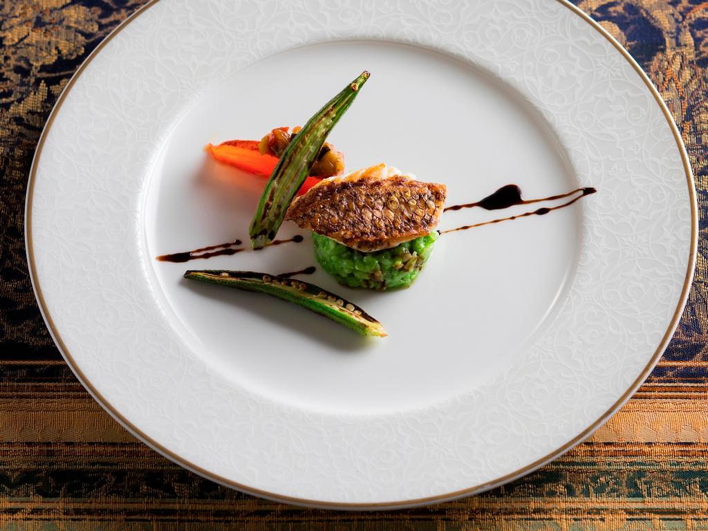 【函館銀座軒・夏の一例】アイナメの網焼きには地元七飯産の夏野菜を使ったラタトュイユを添えて。