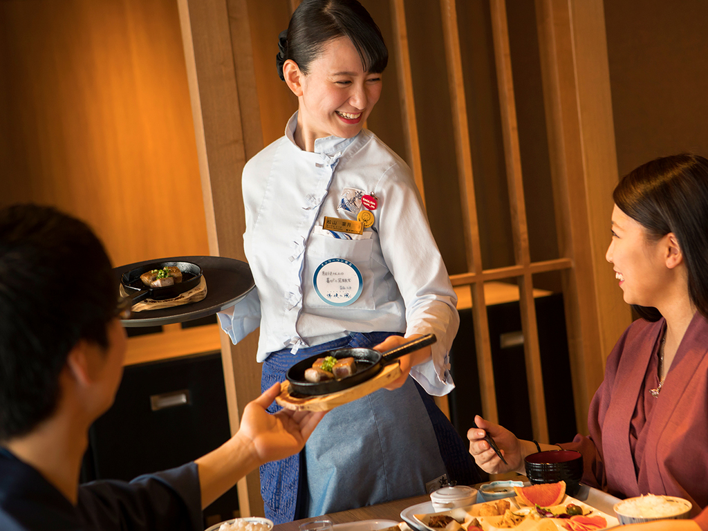 【夕食バイキング一例】ご注文頂いてから出来立てをお席にお持ちするデリバリーフードサービスも。