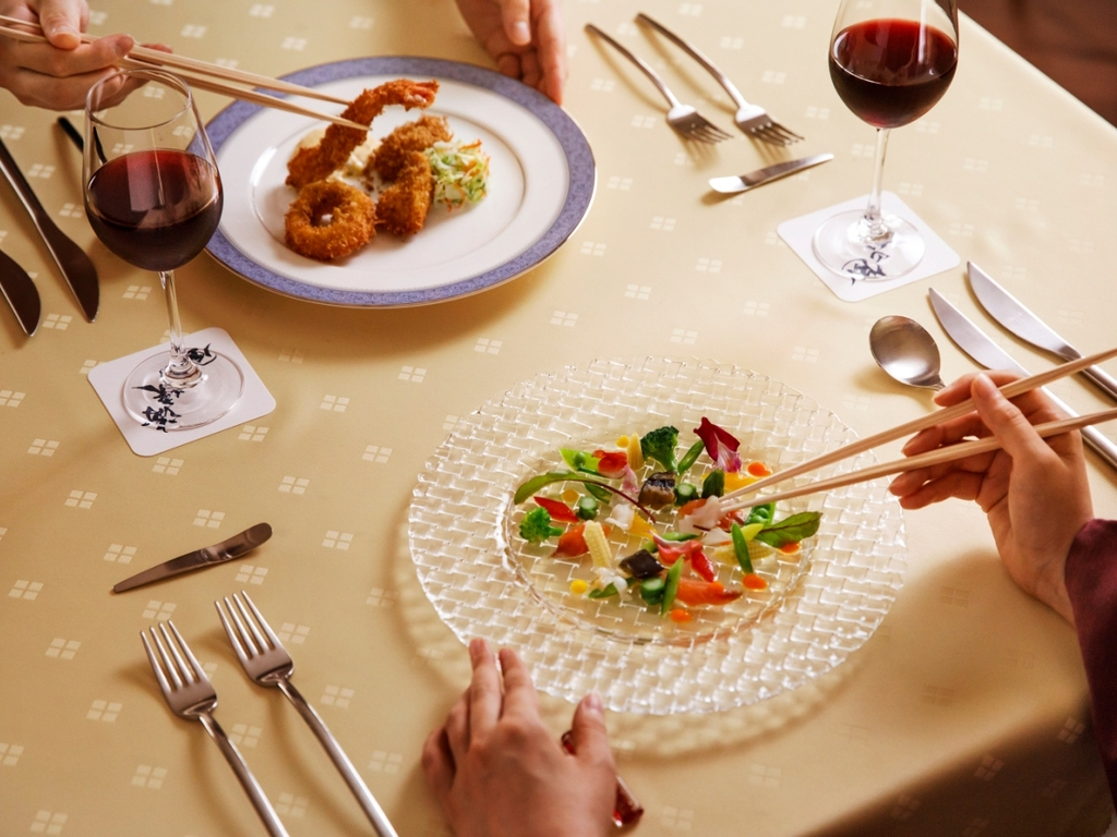 【銀座軒一例】懐かしの洋食メニューをお楽しみ頂けるフルコース。お箸と浴衣でお気軽に。