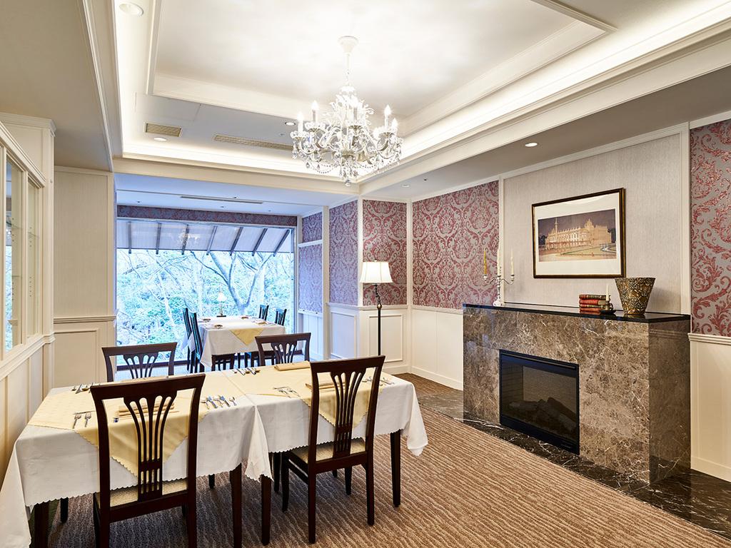 【函館銀座軒】明るい時間には自然光をたっぷりと取り込む開放的なレストランです。