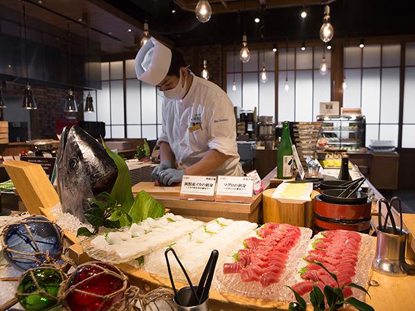 【青函市場一例】お刺身はマグロやイカ、ホタテ等新鮮な海鮮を丁寧にさばいていきます。(季節により変更)