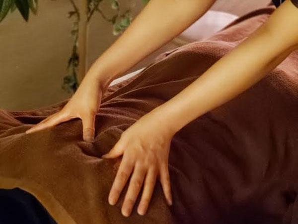 【エステ・もみほぐし】衣服の上からの全身もみほぐし。お身体のメンテナンスにいかがでしょうか。