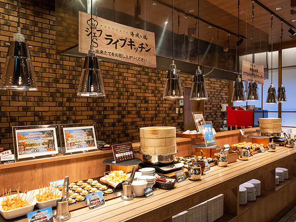 【青函市場】料理人がお客様の目の前で調理するライブキッチン。常に出来立てをご提供いたします。