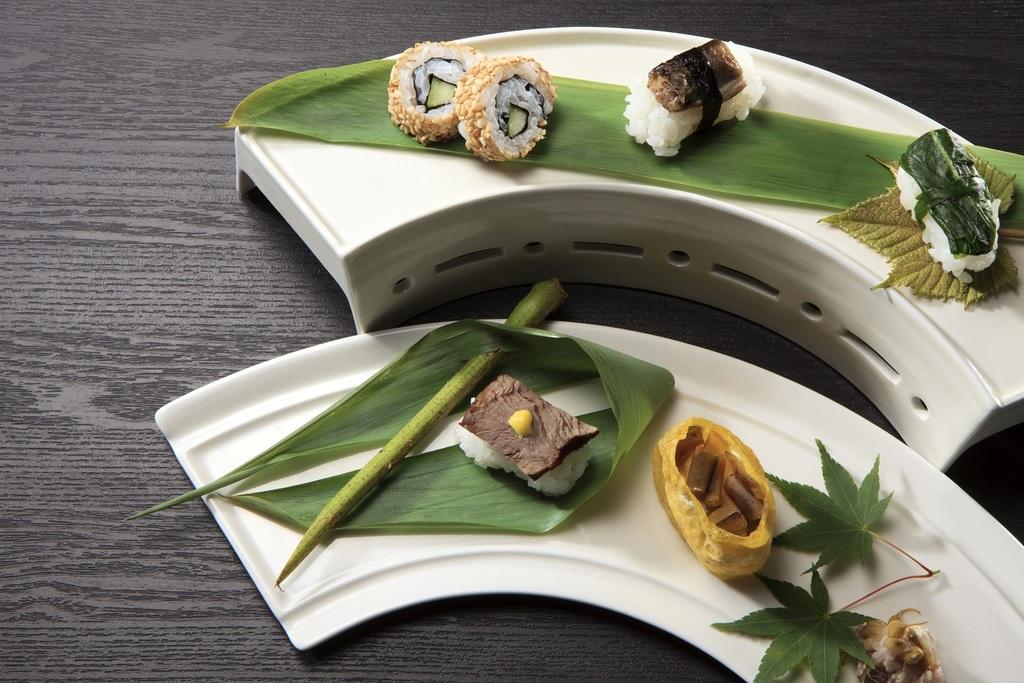 「定山渓」にちなんだ河童や川魚、月をモチーフとしたお寿司をお楽しみいただけます
