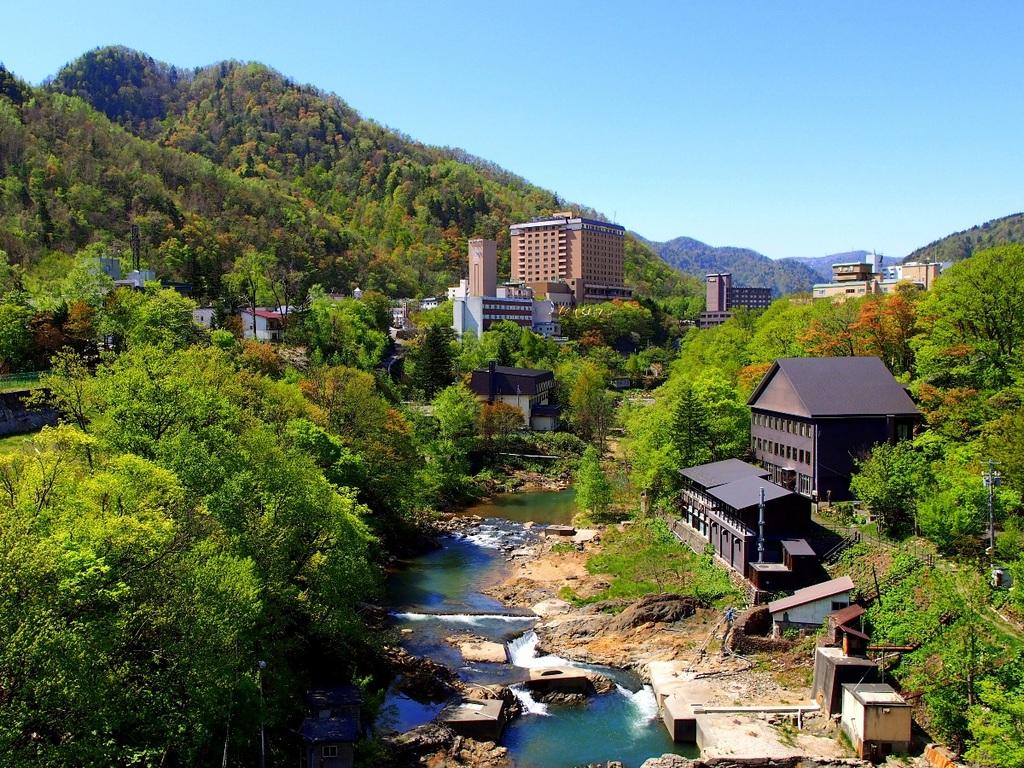 定山渓温泉街の風景。札幌からもアクセス良好な温泉街です。