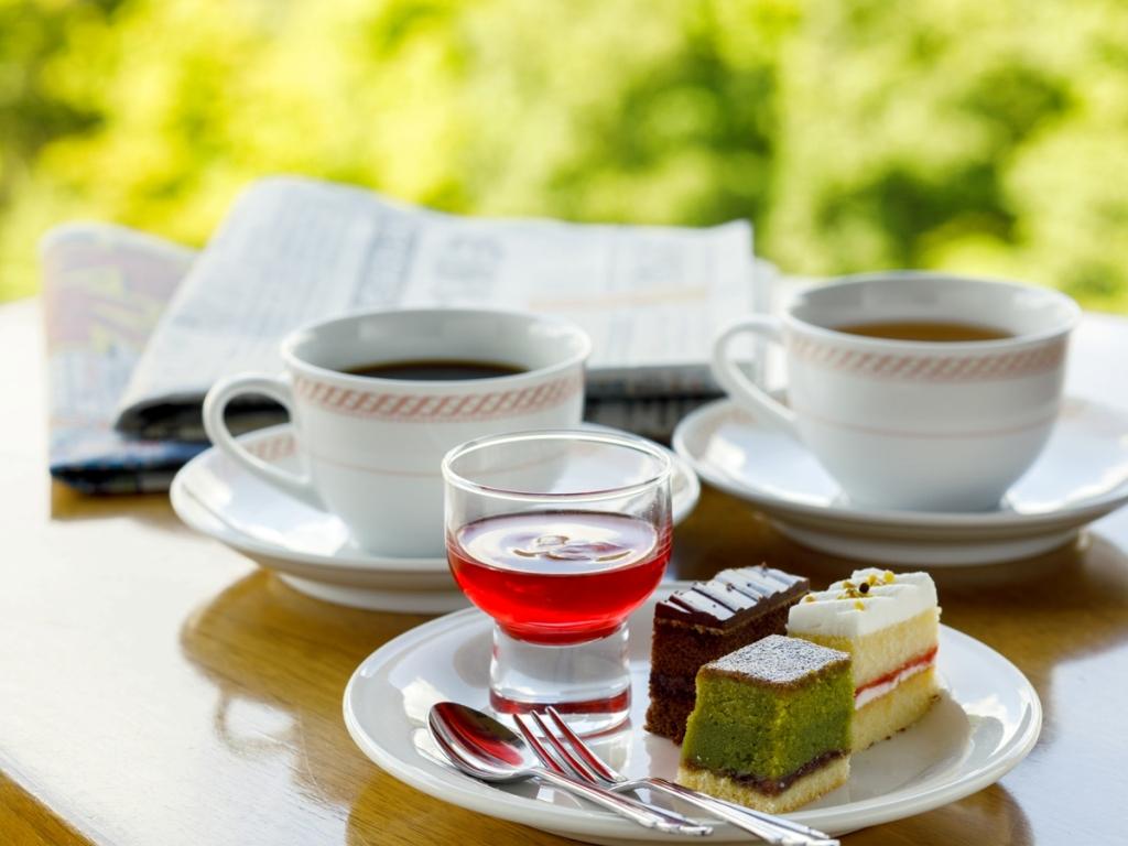 新聞を読みながら朝のスイーツ(7時30分〜10時30分)&コーヒーを(ノンカフェインコーヒーあり)