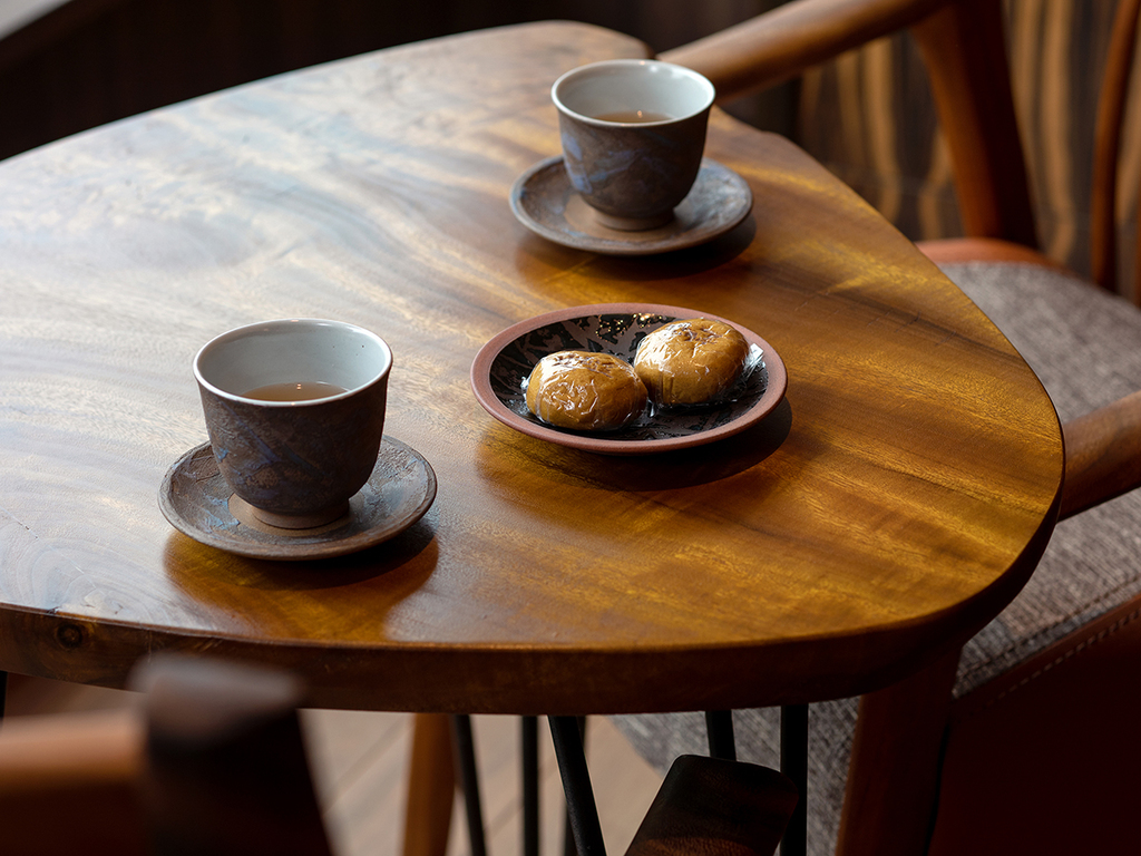 チェックイン後は、定山渓銘菓 大黒屋さんのお饅頭とお茶のサービス!
