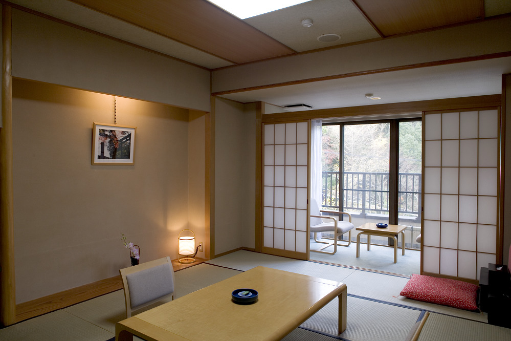純和室10畳+広縁(喫煙室・禁煙室)