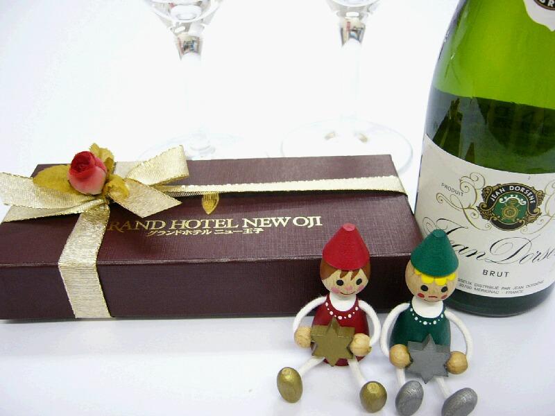スパークリングワインとホテル特製焼き菓子の特典付のカップルプラン。