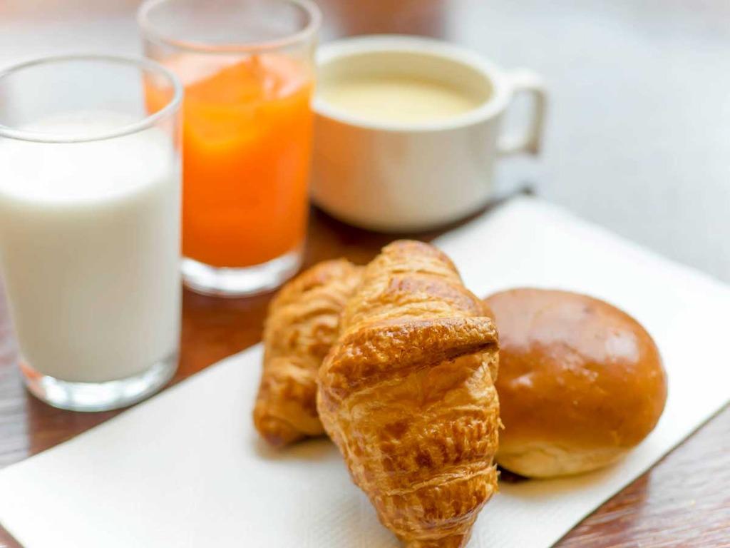 【サクっ♪ふわっ♪人気の焼きたてパンが食べられる♪軽朝食はいかがですか?】7:00〜9:00までご用意
