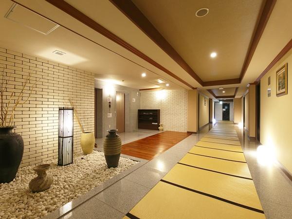 和洋室フロアの客室通路