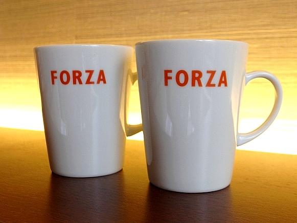 FORZAのロゴ入り、非売品のオリジナルマグカップ2個プレゼント!