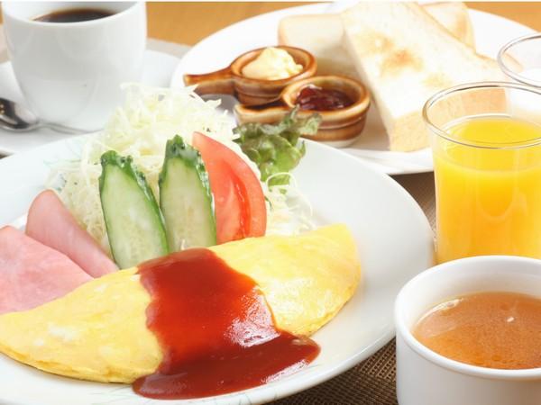 オムレツセット(肉オムレツ・パン・ハム・サラダ・コンソメスープ・牛乳orオレンジジュース1杯)