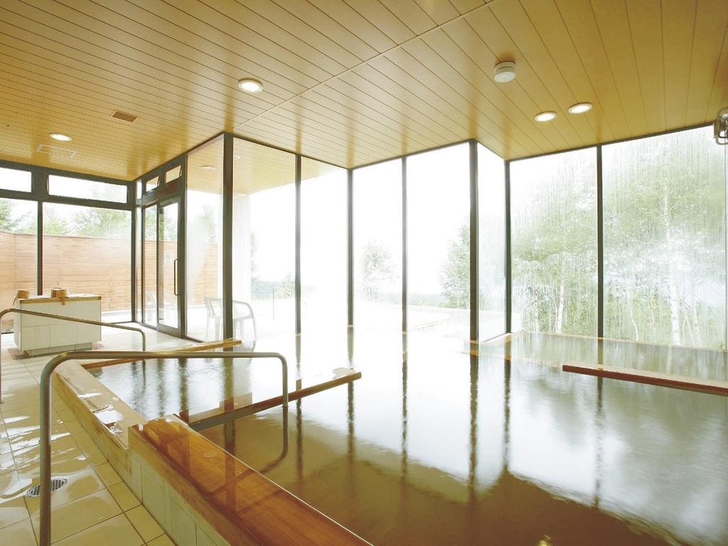 【別棟 星空の湯 りえっくす】内風呂は全国でわずか5%しかない「炭酸水素塩源泉かけ流しの天然温泉をお楽しみいただけます。
