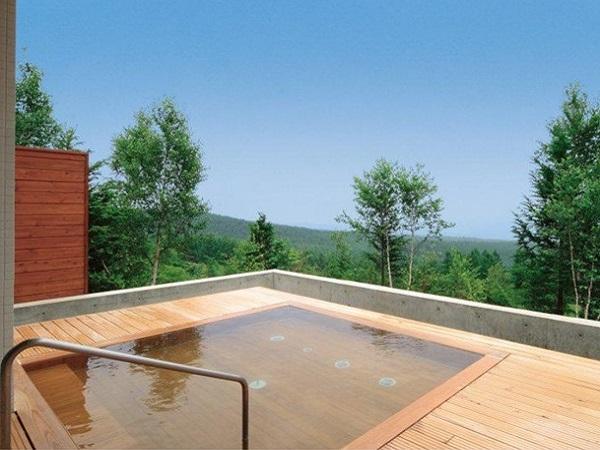 コロナ自粛疲れを癒すには温泉が一番!別棟「星空の湯 りえっくす」自慢の檜の絶景露天風呂