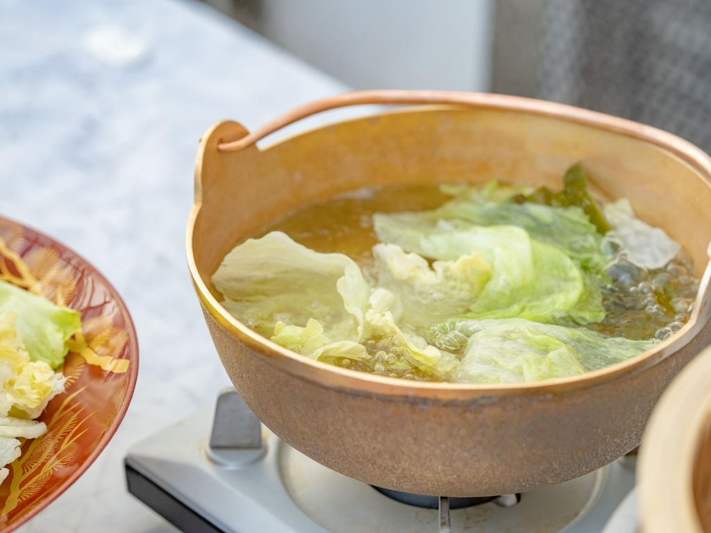 【お食事】高原野菜のレタスのしゃぶしゃぶ。ご好評いただいております