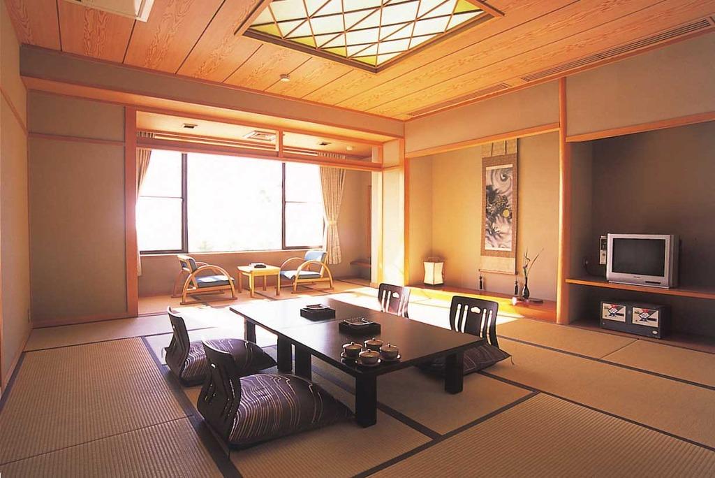 広々とした贅沢な和空間でゆっくり楽しむ 新館15畳バス/トイレ付 贅沢坪庭付