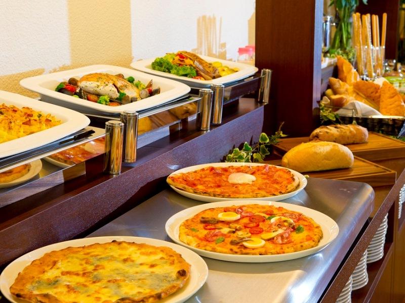 【イタリアンディナーブッフェ】メインディッシュにはお肉料理やお魚料理をご用意♪