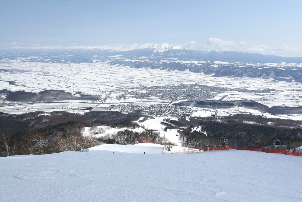 富良野スキー場 北の峰ゾーン:レディースダウンヒルから眺める街並み